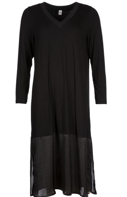 Que musta mekko