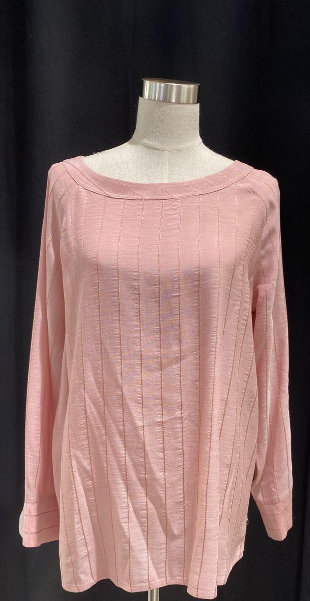 Que vaaleanpunainen paita